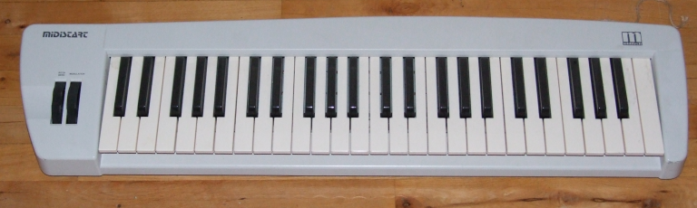 Cheap plastic keyboard, at £100. It belongs to a package with a sound card, but I do not know the name.